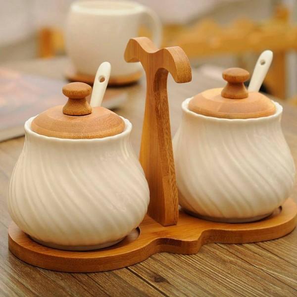 Creative kitchen supplies Ceramic Spice Jar Set 2pcs/sets European Condiment Jar White Seasoning Bottle Salt Jar