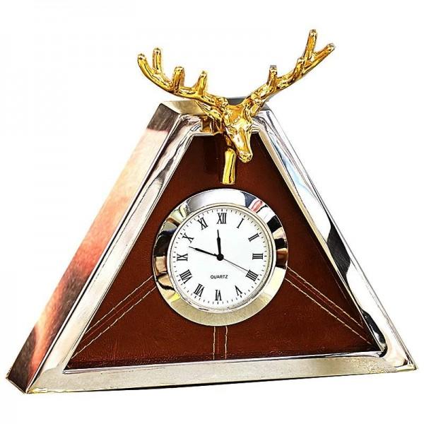 Modern high-end clock European living room metal triangle creative table clock shell deer clock pendulum table new products