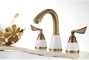 Gold Deck Mounted Bathtub Faucet Set 3 Holes Widespread Tub Mixer Bathroom Goose Neck Bath Shower Set with Hand shower