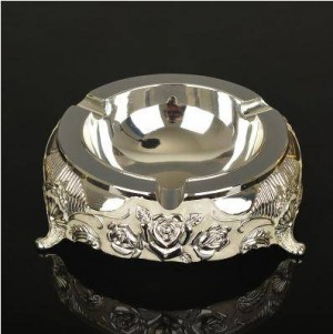 Metal ashtrays, home decor and office supplies, beautiful personality ornaments