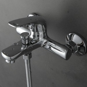 High Quality Shower set with Hand Shower Chrome Finish Copper material in the bathroom hot and cold mixer XT321