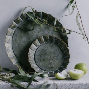 Vintage Rustic Round Metal Tray Wrought Iron Bread & Fruit Decorative Tray Set of 2 in Distressed Green