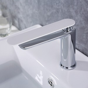 Weis Contemporary Solid Brass Single Hole 1-Handle Bathroom Sink Faucet in Chrome&White