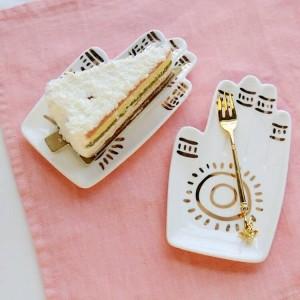 Décoration en céramique de plat de bijoux de plat de casse-croûte de paume d'or