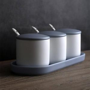 El tanque de condimento de cerámica establece tres piezas del tanque de condimento de la cocina del hogar con una combinación de frasco de sal cubierto Caja de condimento creativo