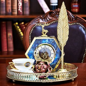 Luz de lujo Europea Dorado Lado azul Ágata Patrón Ciervo Reloj de mesa Inicio Gabinete de vino Mesas de noche Decoraciones Reloj Adornos