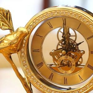 Reloj de pájaro pequeño de cobre puro Reloj de escritorio de estudio europeo artesanía de cobre puro decoración de gabinete de vino regalo de decoración creativa
