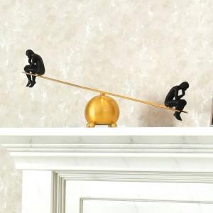 Pensador moderno simple balancín meditador aleación de latón gabinete de vino decoración metal creativo americano decoración regalos