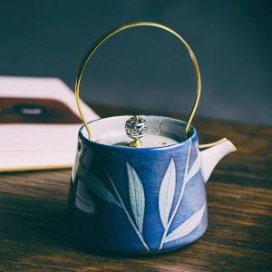 200 ML Vintage Handgemalte Blaue und Weiße Porzellan Kunst Teekanne Keramik Filter Kung Fu Teekessel Kreative Gold Griff