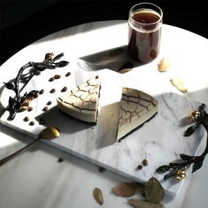 InsFashion High-End-Serviertablett aus weißem und schwarzem Marmor mit wunderschönem Goldgriff für das Fünf-Sterne-Hoteldekor