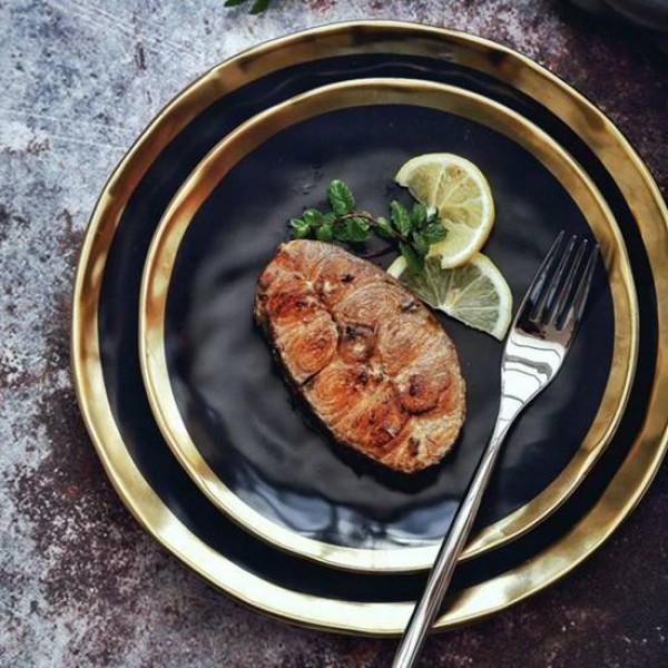 高級ブラックゴールドシリーズマットセラミックゴールドメッキサイド西部ステーキ皿クリエイティブ皿プレートフルーツフラットプレート