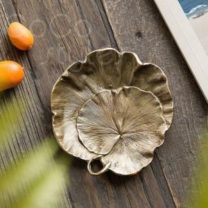 InsFashion繊細な葉の形をした手作りの真鍮製フルーツとジュエリートレイ、北欧スタイルの家の装飾のための傷