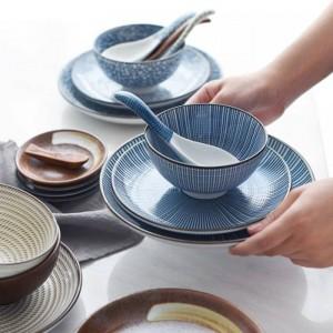 日本の古典的なセラミック食器キッチンスープ麺ライスボウル6インチ8インチビッグラーメンボウルスプーンとティーカップレストラン