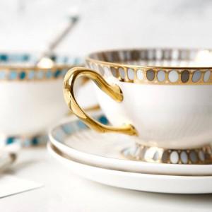 1つのコーヒーカップソーサー英国陶磁器アフタヌーンティー赤茶カップソーサーヨーロッパコーヒーカップセットギフトボックス