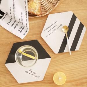 シンプルなブラックホワイトウッドドリンクコースターコーヒーカップマットティーパッドダイニングファッションソフト木製プレースマット装飾アクセサリー1ピース