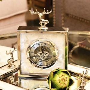 シンプルでモダンな高級時計ヨーロッパのリビングルームメタルクリエイティブ卓上時計シェル鹿時計振り子テーブル新製品
