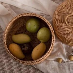 ふたの手で編まれた藤のバスケットが付いているふたのデスクトップの仕上げ箱の世帯の小さい円形が付いている型の純木の藤の収納箱
