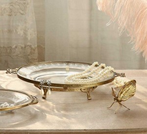Vassoio portagioie rotondo in vetro trasparente InsFashion con bordo dorato e piedini per la decorazione della casa in stile corte reale vintage