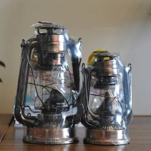 Lanterna in stile mediterraneo Lampada ad olio in bronzo Lampada da arredamento Lampada a uragano in ferro Portacandele